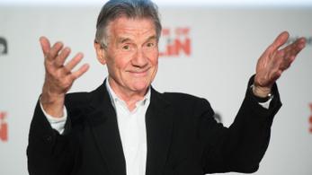 Lovaggá ütötték Michael Palint, a Monty Python tagját