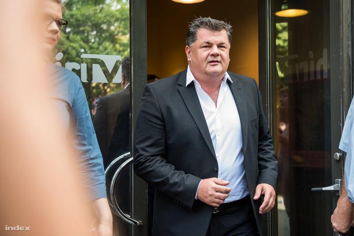 Nyerges Zsolt távozik a Hír TV épületéből 2018. augusztus 1-jén