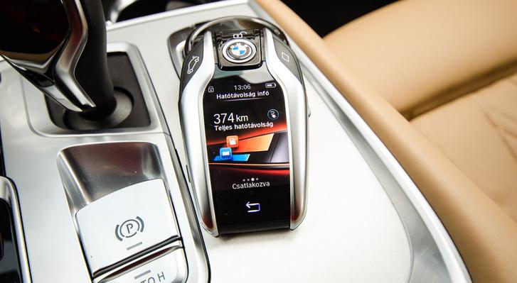 A BMW-nél így néz ki az okoskulcs