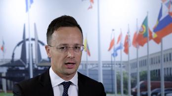Juncker szerint a Fidesz, Szijjártó szerint Juncker nem kereszténydemokrata