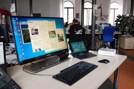Minden az asztal fölött van, a 10 hüvelykes tablet a számítógép.