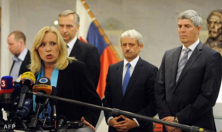 Iveta Radicova, a háttérben Jan Figel, Mikulas Dzurinda és Bugár Béla