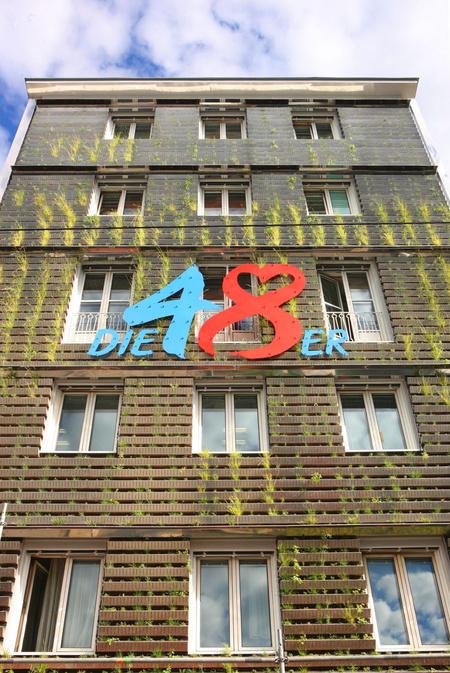 A bécsi köztisztasági vállalat fala, közvetlenül a telepítését követően, 2010-ben. Fotó: Compress
