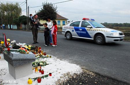 2006 novembere: a helyszínen állított emlékmű