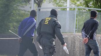 Újra Németországban van a zavargások miatt kitoloncolt kameruni menekült