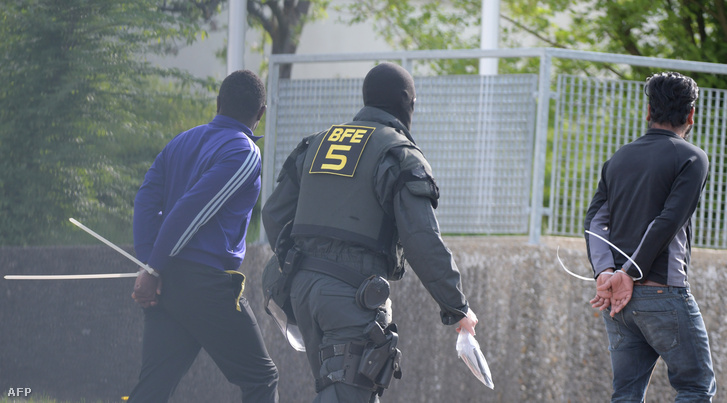 Két letartóztatott menedékkérő az ellwangeni menekülttáborban kitört zavargások után