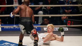Mayweather kabaréműsorba illő TKO-val tért vissza