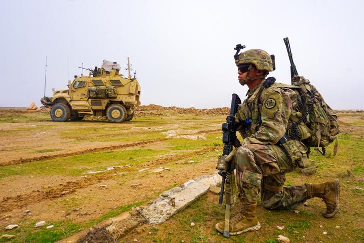 Az Inherent Resolve hadműveletben részt vevő, Irakban állomásozó, szíriai területeket is ellenőrző amerikai járőr 2018. december 2-án