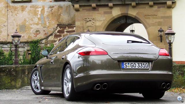 Hátulról Porsche