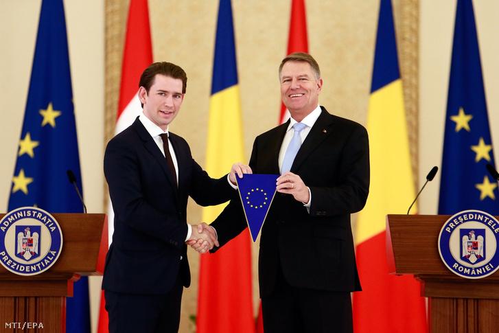 Sebastian Kurzot, az Európai Unió soros elnöki tisztségét betöltő Ausztria kancellárját (b) fogadja Klaus Iohannis román elnök a bukaresti államfői rezidencián, a Cotroceni-palotában 2018. december 21-én. Január 1-jétől Románia veszi át Ausztriától fél évre a tisztséget.