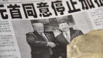 A kínai és az amerikai vezető a mélyben küzdenek, a felszínen épp barátkoznak