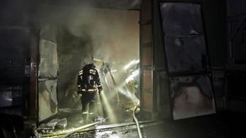 25 tűzesetet okoztak a szilveszteri tűzijátékok