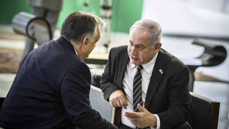 Orbán Viktor miniszterelnök (b) és Benjámin Netanjahu izraeli miniszterelnök Jair Bolsonaro megválasztott brazil elnök beiktatási ünnepségén Brazíliavárosban 2019. január 1-jén.