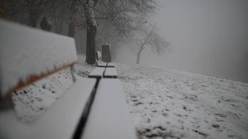 Délután újra itt a hó
