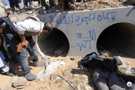 A felkelők ebben a betoncsőben találták meg a bujkáló Kadhafit, aki elfogásakor súlyosan megsérült