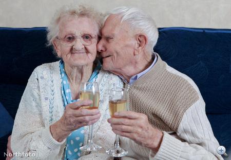 Connie és George Watson aranylakodalmukon