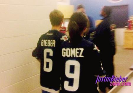 Justin-Bieber-and-Selena-Gomez-Hockey-Game-2