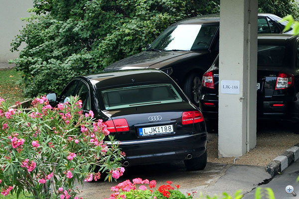 Melyik a főtitkár autója? Ez is titkos adat a Magyar Autóklubnál,                         de dr. Kovács Zoltán a legutóbb még egy Audi A8-assal járt