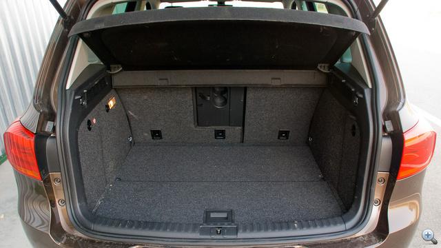470 liter, ha a hátsó ülések fetrengősre vannak állítva