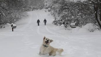 Viharos széllel jön az újabb hó
