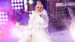 Szemüveges hókirálynőként lépett fel Christina Aguilera