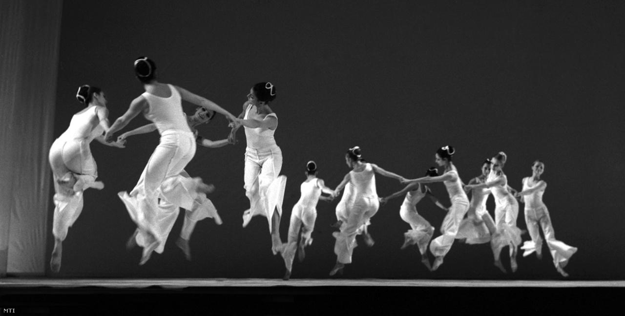 """""""Nagyon szerény fogalmazás az, hogy imádom a táncot, a mai napig egészen más érzelmeket mozgat meg bennem. (...) Sokkal nagyobb feladata van egy táncosnak, mint egy színésznek, a zenével és a mozgással sokkal többet el lehet mondani, mint szöveggel."""""""