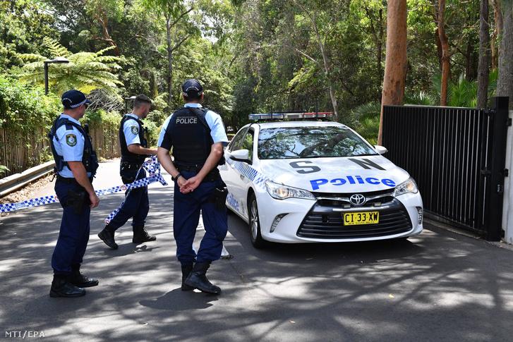 Új-dél-walesi rendőrök a chatswoodi szcientológiai egyház központjában elkövetett kettős késelés helyszínén Sydneyben 2019. január 3-án.