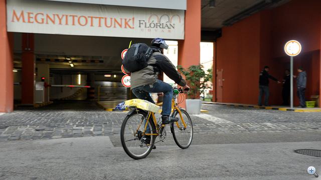Irány a biciklitároló