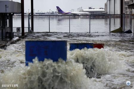 Az elárasztott Don Muang reptér