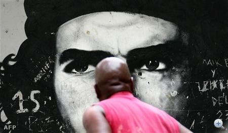 Venezuela: Graffitin a 41 éve halott Che Guevara Caracas külvárosában.