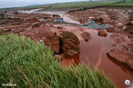 Néhány tízezer tonna talaj cseréje belefér