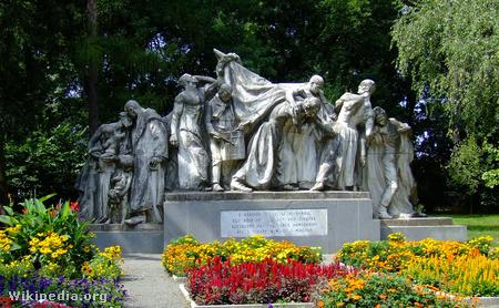 A Kossuth szoborcsoport Dombóváron