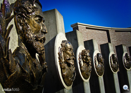 Még több szobor Dombóvárról az Indán