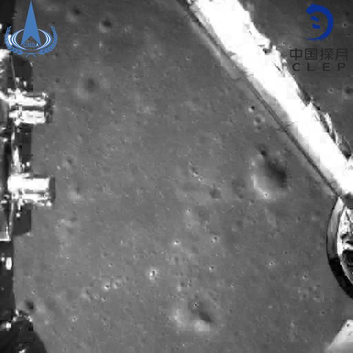 A landolás előtt készült ez a fotó, ahogy az űrszonda közeledett a Hold felszínéhez