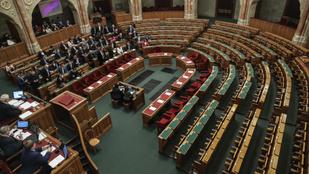 Fidesz: Az ellenzék lebukott, színészkedett, Soros