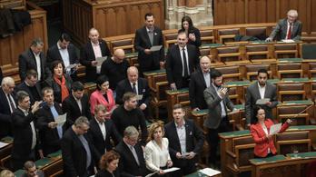A Fidesz bojkottált, a fél ellenzék kivonult