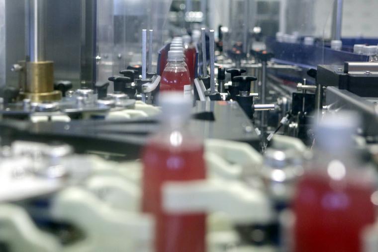 2018 nyarán eljutottunk a Coca-Cola dunaharaszti gyárába, hogy megnézzük, hogyan készül itthon a kóla