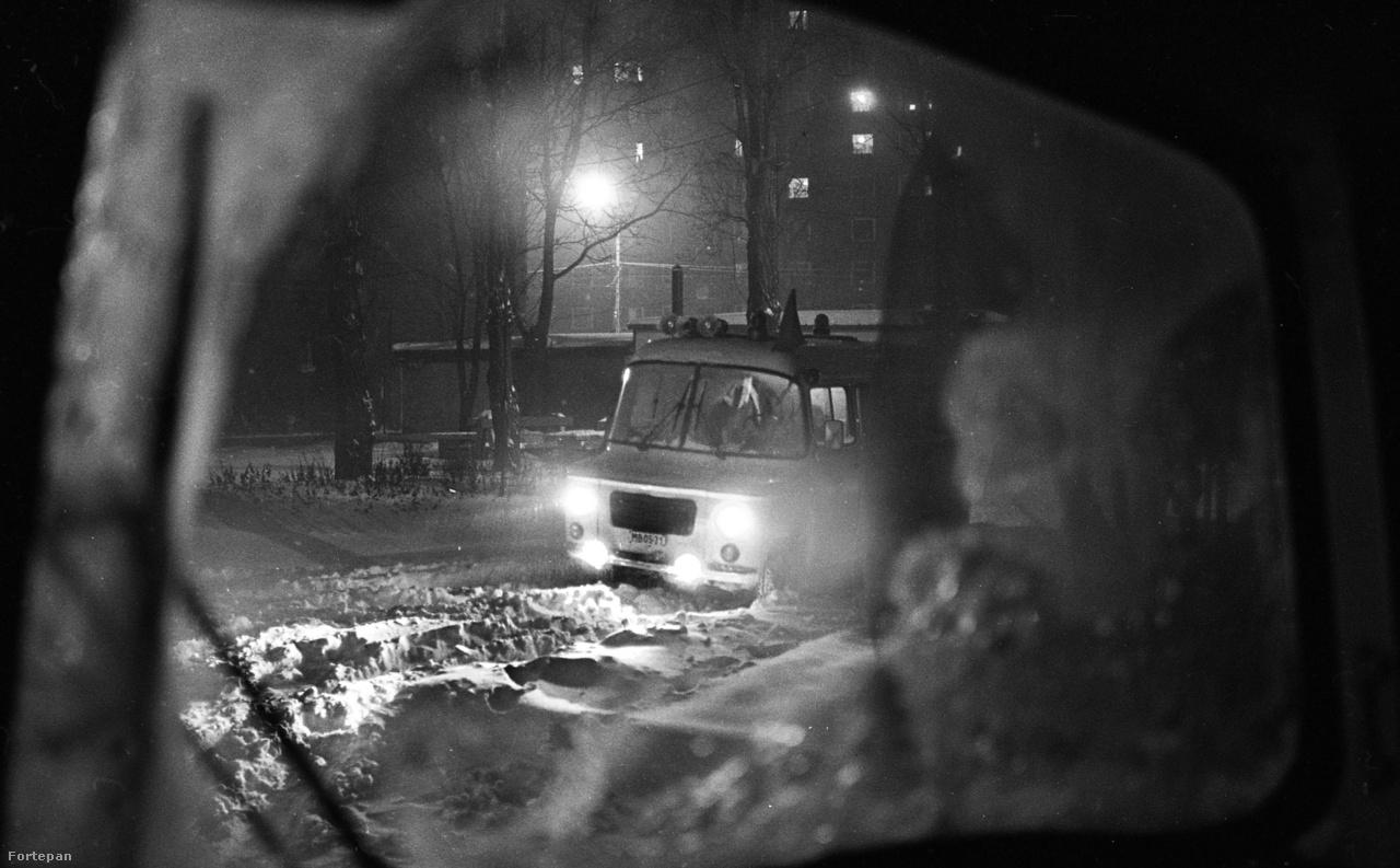 Az embert próbáló hóban is haladni kell, valahol nagyon várják a segítséget