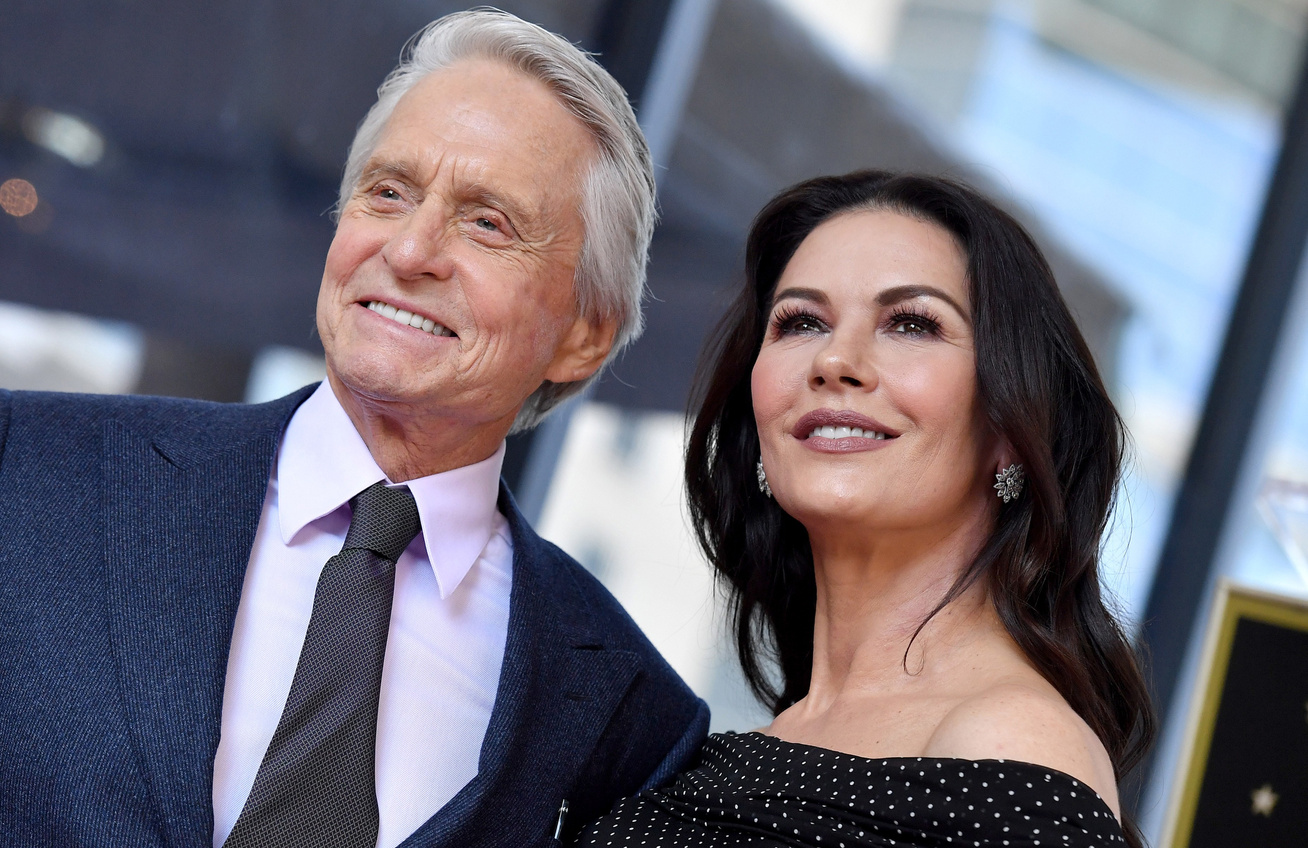 catherine-zeta-jones-michael-douglas-gyerekek-cover
