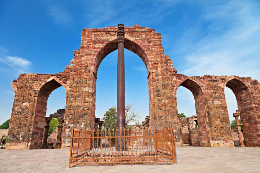 Évezredek óta áll, mégsem rozsdásodik: Delhi vasoszlopának csodájára járnak a kutatók