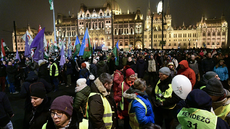 Hungarian protests roll into the new year