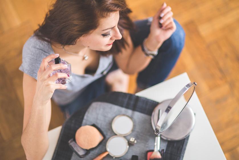Ha egy kis szőlőzsírral kened be a csuklódat, mielőtt befújnád magadat parfümmel, tovább fogsz illatozni.