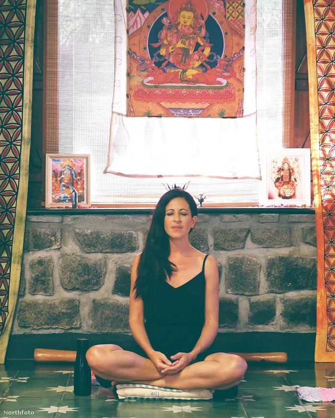 A most 41 éves nő még a jogi tanulmányai mellett elkezdett érdeklődni a spirituális tanítások és az alternatív gyógyászat iránt