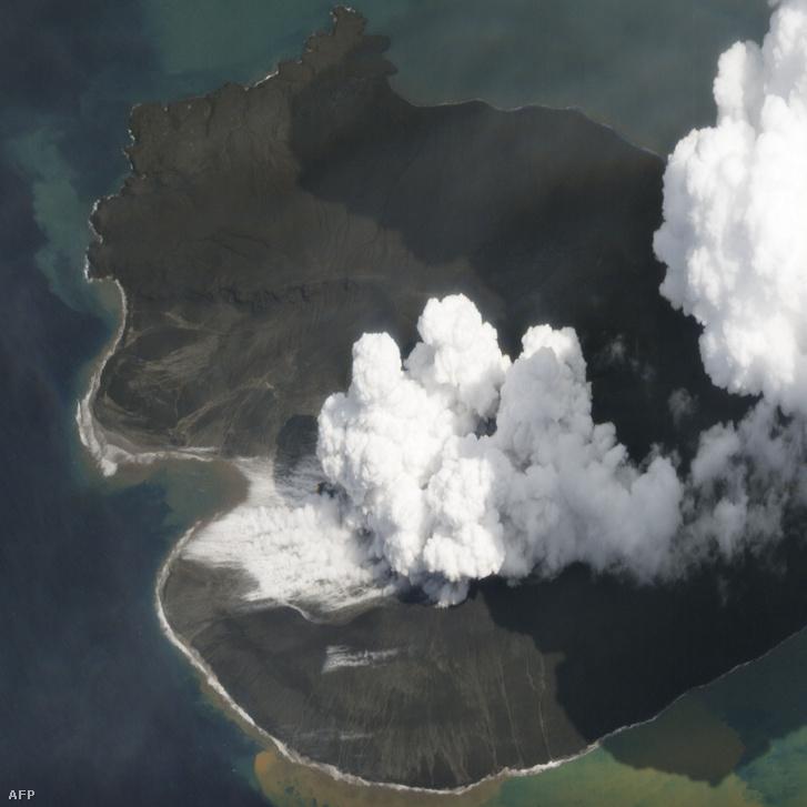 Anak Krakatau vulkán kitörése a SkySat műholdjáról készített képen 2019. január 2-án