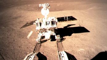 Kigördült a Hold túloldalán a kínai űrrover