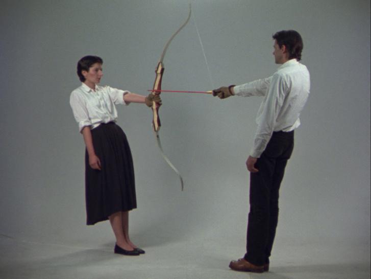 A Nyugvó energiában az életét teljesen Ulay kezébe adta, ha a férfi ujja megremeg, a nyíl azonnal végzett volna vele.