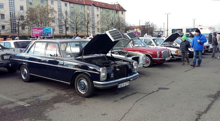 Így látszanak a motorok - bár annyira nem szép egy Mercedes-blokk szerintem