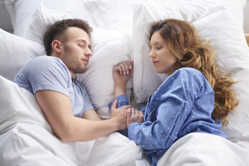 Rengeteg mindent elárul a kapcsolatról a kedvenc alvópózotok - Az érzésekről és a jövőről is mesél