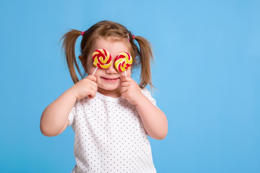 Tényleg létezik a cukorsokk gyerekeknél? Kutatások szerint így hat az édesség a viselkedésükre