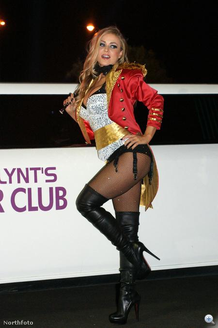 2010. Halloween - Carmen Electra szexi állatidomárként